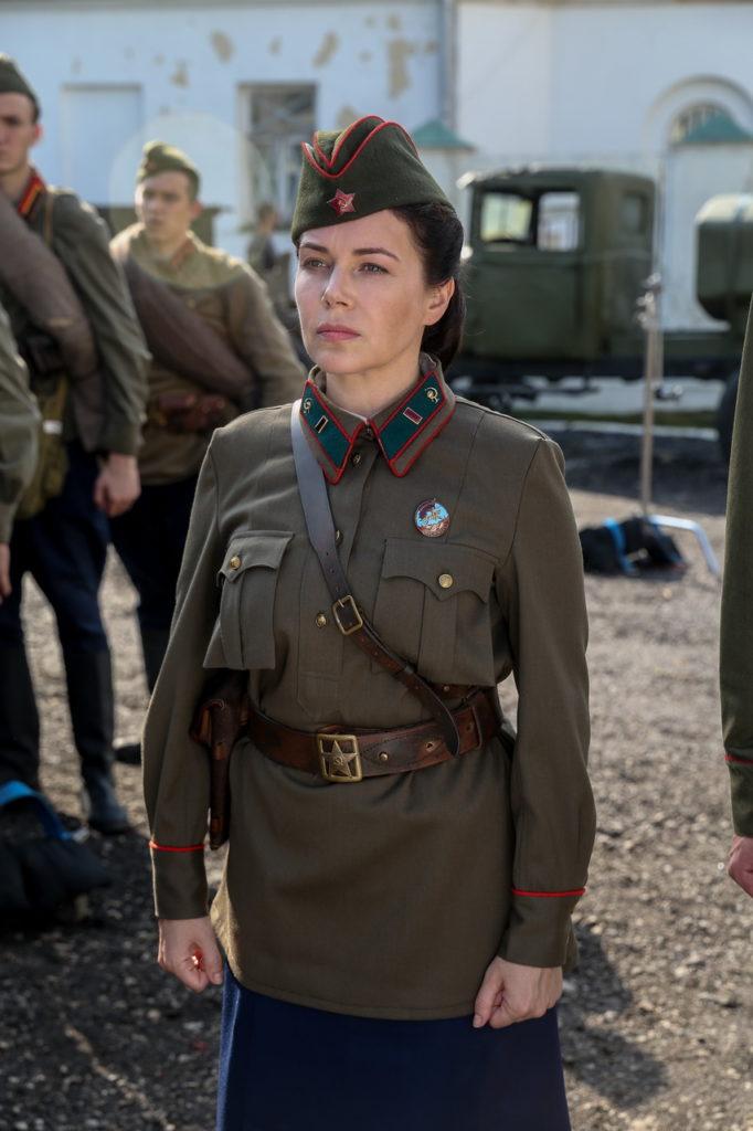 Екатерина Редникова в роли военврача Никитиной
